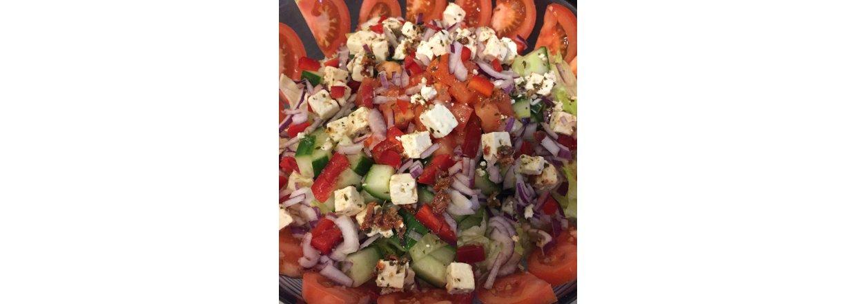 Gresk feta salat med bjørkerøkt salt