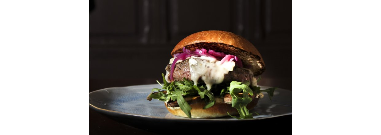 Gorgonzola burger med honningløk